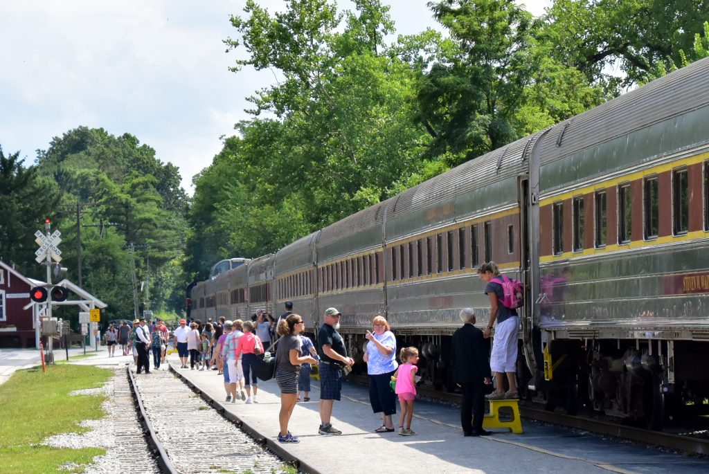 train passengers deboarding in peninsula